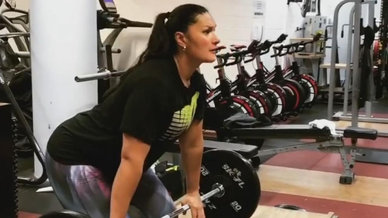 Dame Valerie Adams 8 Month Pregnancy Doesn T Slow Down