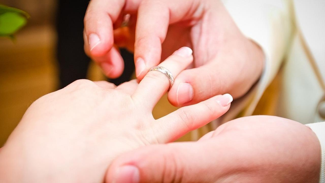 Man attempts to crowdfund $20,000 for an engagement ring